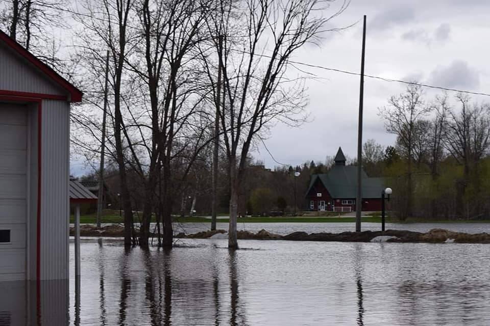 Inondations-Club-de-motoneige-les-Ours-Blancs-20-mai-2019