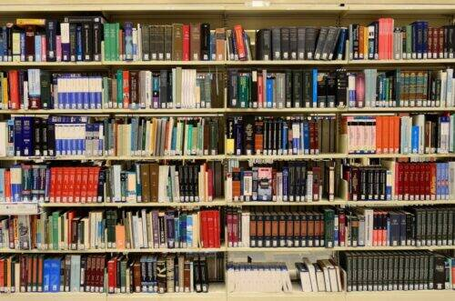 library-1147815_1920-1024x678