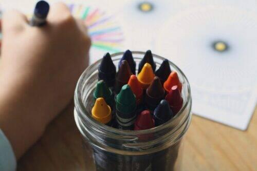 crayons-1445054_1920-1024x683