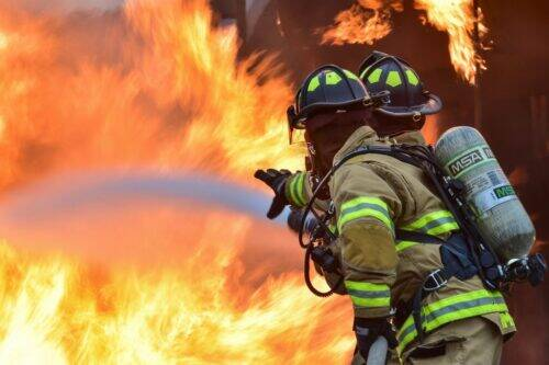 firefighters-1717916_1920-1024x681