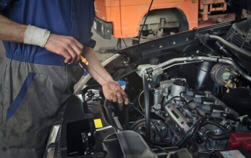 mécanicien-garagiste-1024x646