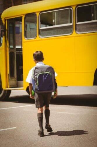 autobus-scolaire-enfant-élève-683x1024
