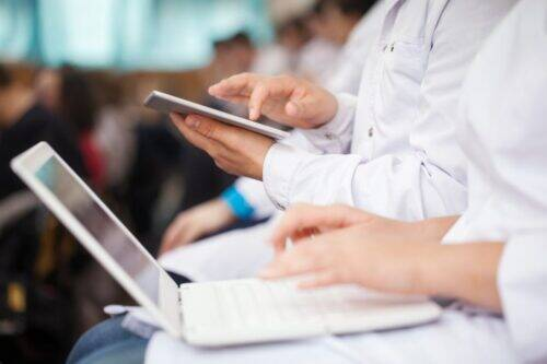 medical-students-with-pad-and-laptops-in-auditoriu-S6PWX4C-1024x683