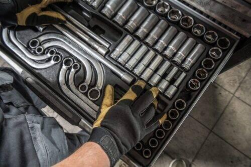professional-grade-truck-mechanic-tools-GECUXKZ-1024x683