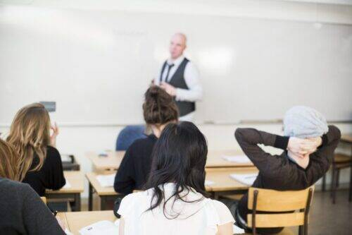 professor-teaching-in-classroom-at-high-school-A8XCEH9-1024x683
