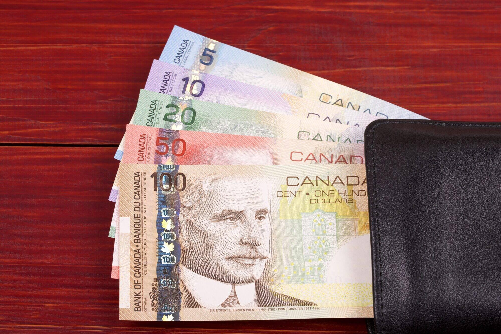 canadian-money-in-the-black-wallet-3YADE9V