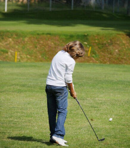 jeune golfeur golf